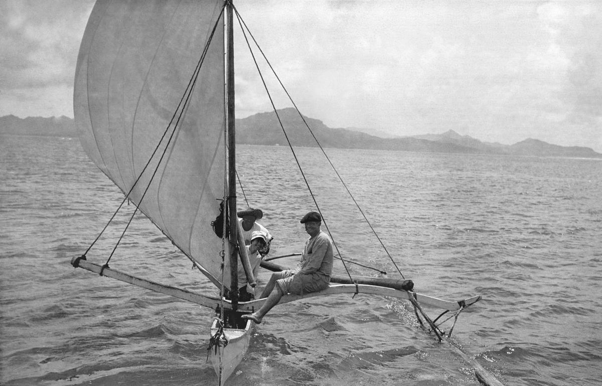 Sur la pirogue à voile de Tehei, entre Raiatea et Tahaa, 6 avril 1908. Courtesy of Jack London Papers, The Huntington Library