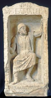 Cippe du sculpteur Amabilis. Milieu du IIe siècle. Calcaire. Photo mairie de Bordeaux