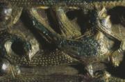 Boucle de ceinture décorée d'un griffon. Moyen Âge. Or et bronze.
