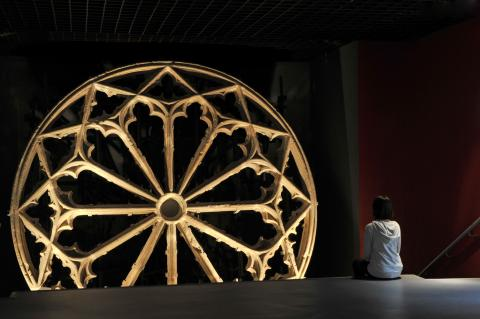Rose window from the ancient church of Grands Carmes, 14th century. Photo L. Gauthier city hall of Bordeaux