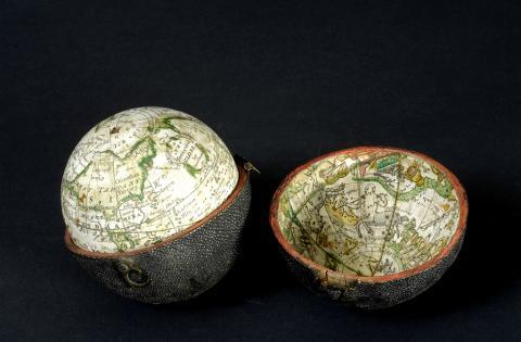 Globe terrestre et son étui en galuchat, XVIIIe s., photo L. Gauthier, mairie de Bordeaux