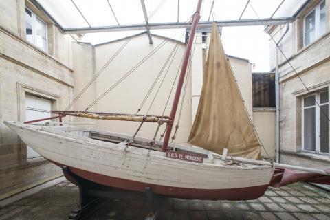 """Bateau """"S'ils te mordent"""" Côtre breton 1913 / 1943 Centre National Jean Moulin Don Gwenn Aël Bolloré 5,80 m 1800 kgs."""