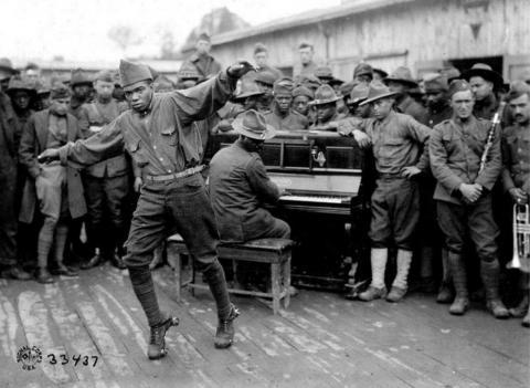 Distraction des militaires américains, Bordeaux, 1918 ©NARA