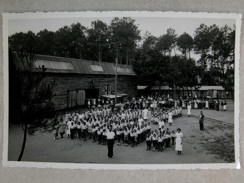 Réfugiés espagnols au camp de Pontenx. Archives Départementales des Landes