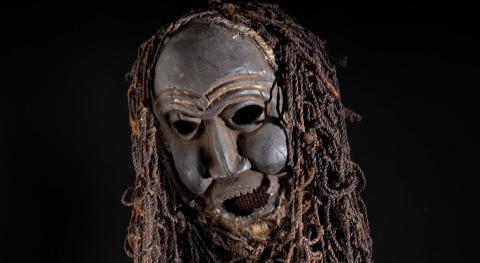 masque de danse Nkock de la société secrète kwifon, © L. Gauthier mairie de Bordeaux