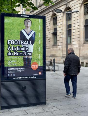 Football, à la limite du hors-jeu