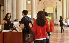 Visiter le musée. Photo L. Gauthier mairie de Bordeaux
