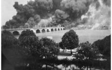 Incendie des quais de Queyries et Deschamps. Août 1944, Centre J. Moulin, DR