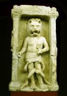 Autel de Mithra léontocéphale, coll. Musée d'Aquitaine, photo de J.M. Arnaud mairie de Bordeaux