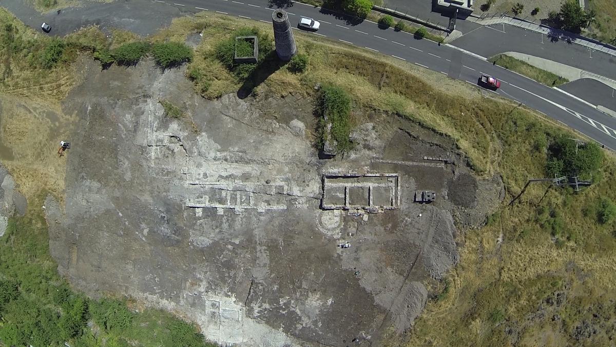 Vue aérienne du chantier des Grands Fonds. Photographie par drone de Sébastien Turay, Sur une île